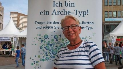 """Christine Diel, Essen """"Ich bin ein Arche-Typ, weil ich grundsätzlich gegen Rassismus bin."""" Foto: Sonja Strahl"""