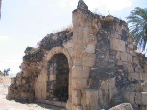 Ruines du palais. Credits Bukvoed - CC by SA.