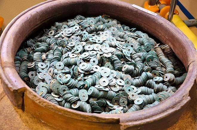 Trésor médiéval de dizaines de milliers de pièces trouvé au Japon