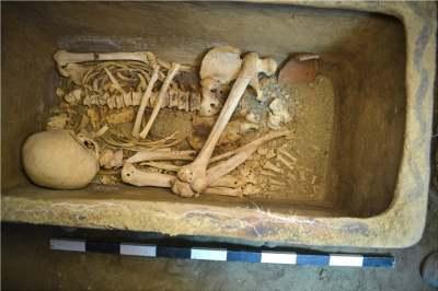 squelette-tombe-minoen-tardif-crete