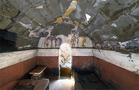 Un décor de banquet dans une tombe romaine de Cumes, près de Naples