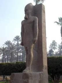 colosse-ramses-ii-memphis-egypte