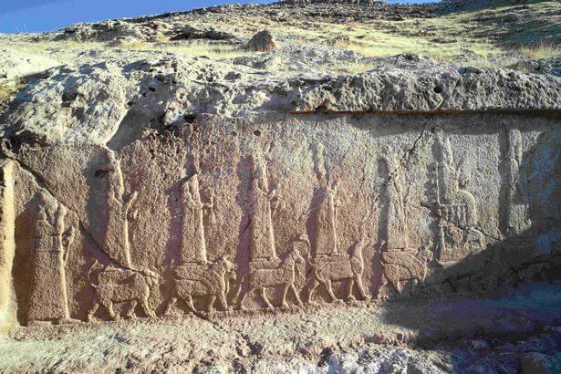 sculptures-rupestres-assyriennes-faidah-mossoul-irak