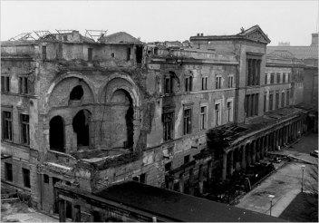 Naujasis muziejus po karo. Šaltinis: http://www.nytimes.com/slideshow/2009/03/12/arts/design/20090312-abroad-slideshow_4.html