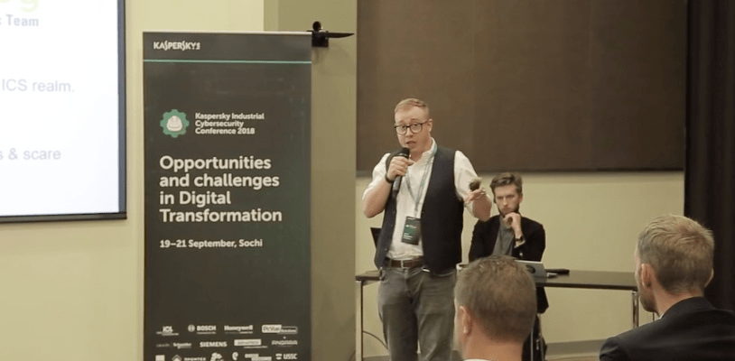 USB attack researcher Luca Bongiorni speaks to an audience in Russia