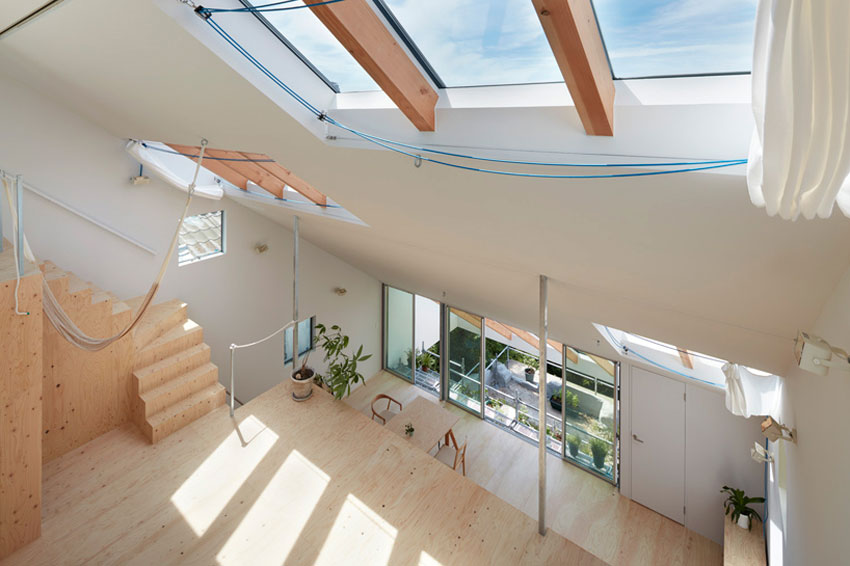Double Height Space - Reslope House in Kobe / Tomohiro Hata
