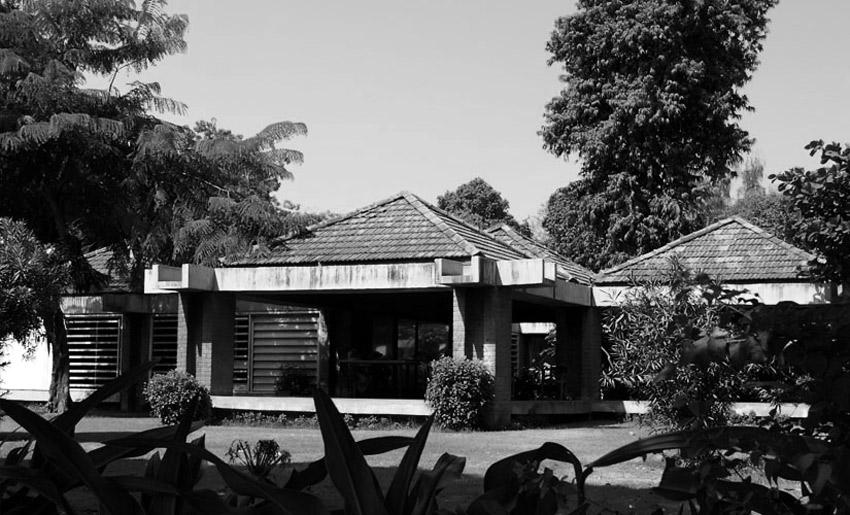 Exterior of the Sabarmati Ashram Museum (Gandhi Residence) / Charles Correa