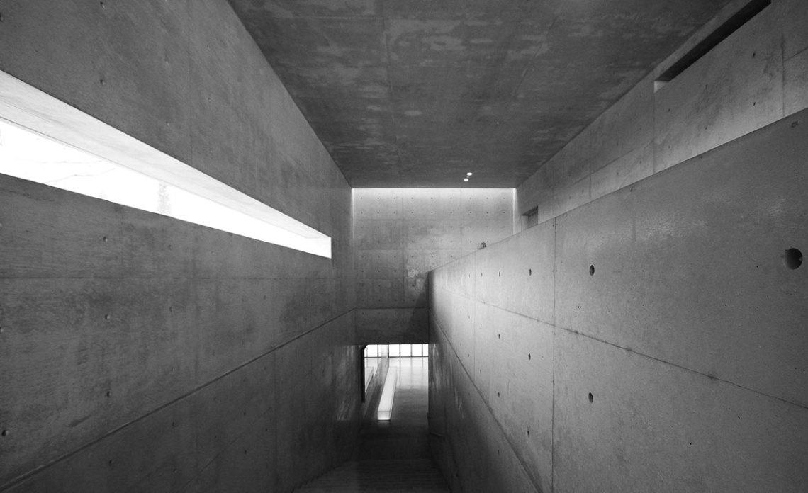 Interior materiality - Benesse House Museum / Tadao Ando