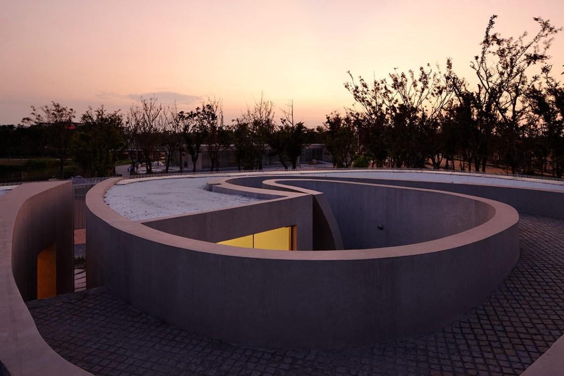 Spiral Gallery / Atelier Deshaus