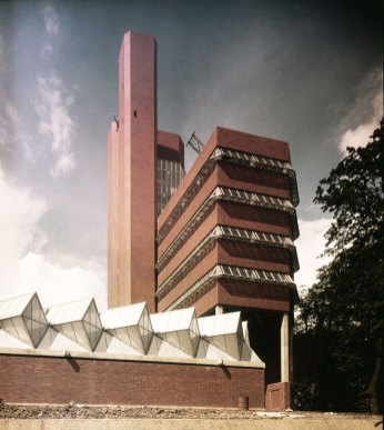 Exterior-view-james-stirling-leicester-engineering-building-17
