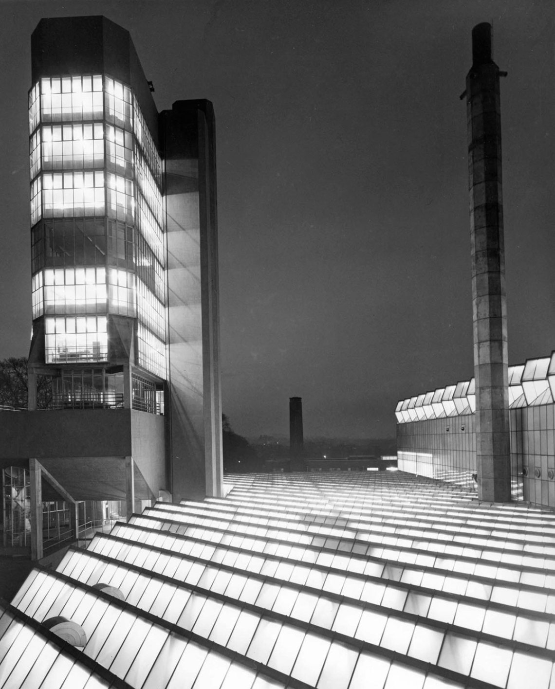 Night view of the engineering Building in Leicester by James Stirling & James Gowan