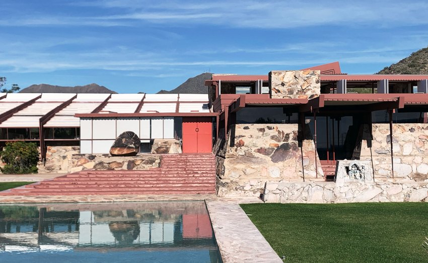 Front view Taliesin West in Arizona / Frank Lloyd Wright