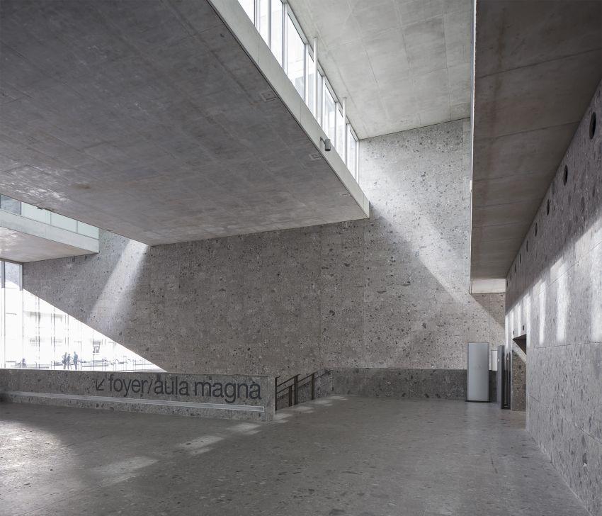 Class of the Universita Luigi Bocconi / Grafton Architects
