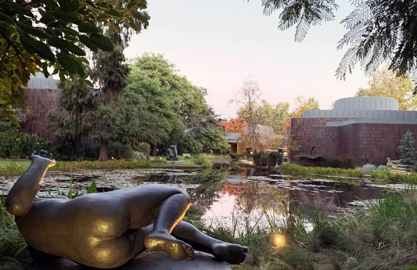 Lake at Norton Simon Museum in Pasadena / Ladd & Kelsey Architects