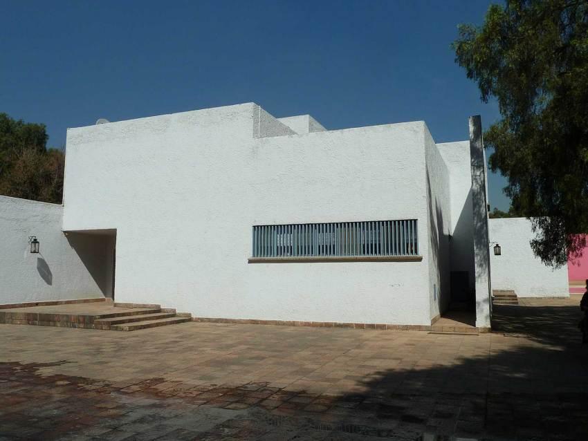 Los Clubes: San Cristobal Stable & House / Luis Barragan