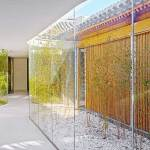 Glass Curvy Corridor - Tea House in Hutong / Arch Studio