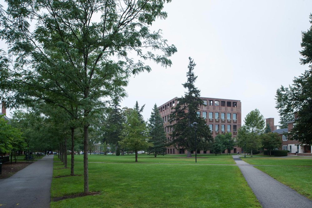 Exterior - Phillips Exeter Academy Library / Louis Kahn