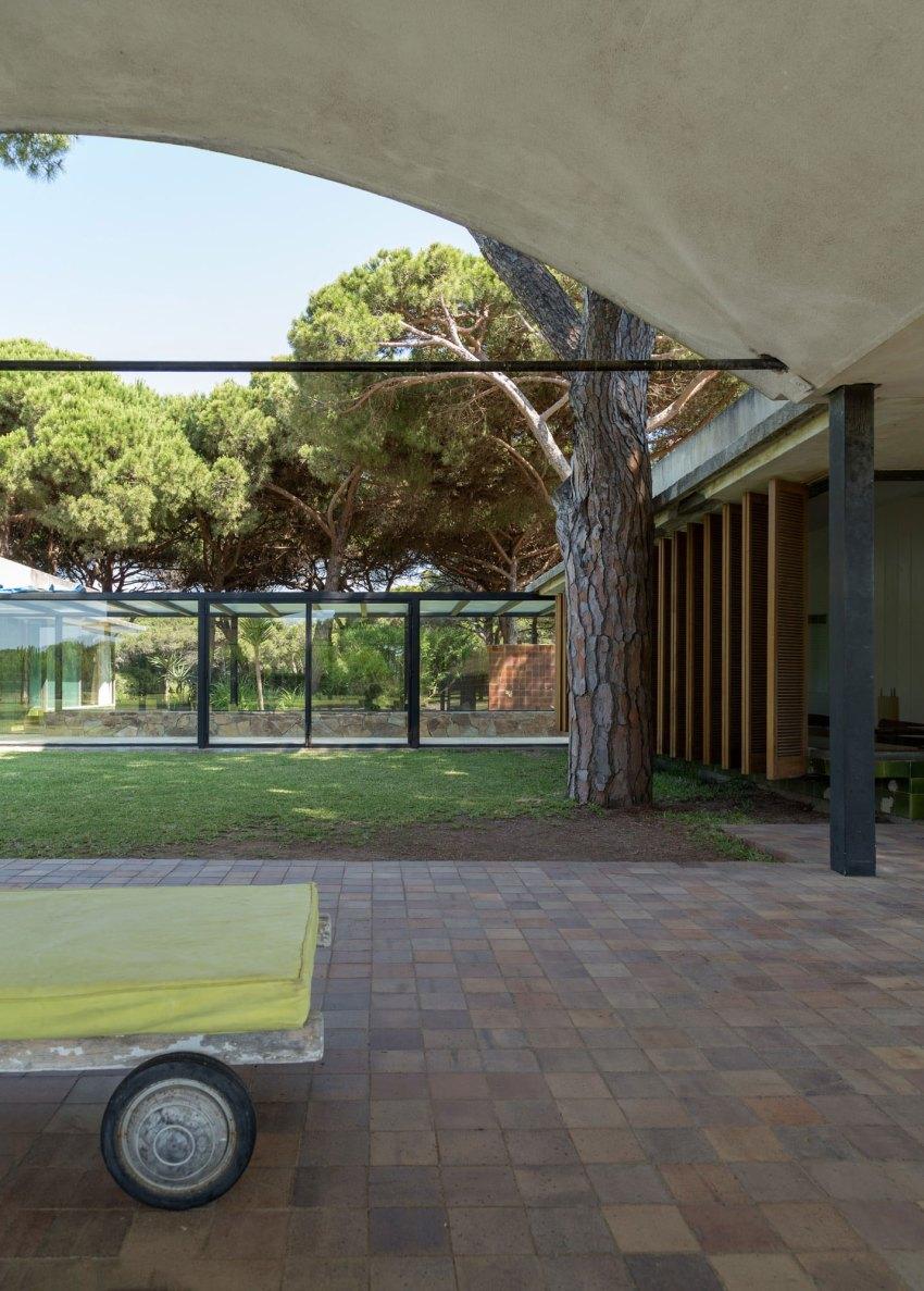 Courtyard- La Ricarda, Gomis House / Antoni Bonet i Castellana