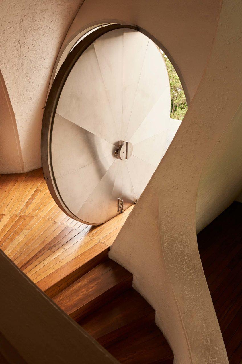 Door Detail - Amalia Hernández House / Agustín Hernández Navarro