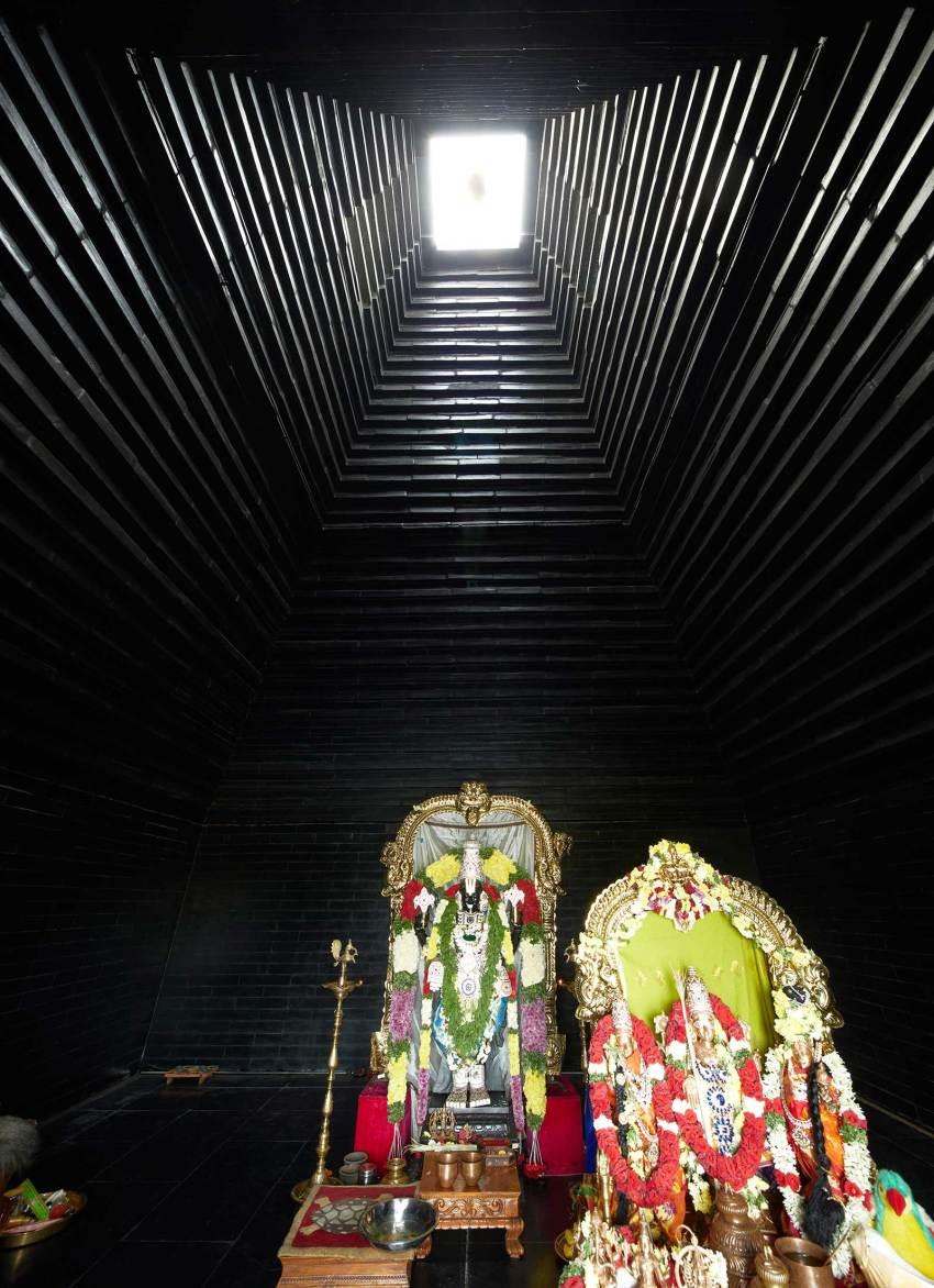 Interior of Balaji Temple in Andhra Pradesh / Sameep Padora & Associates