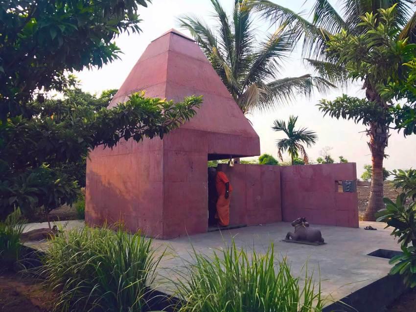 Tejorling Radiance Temple in India / Karan Darda Architects
