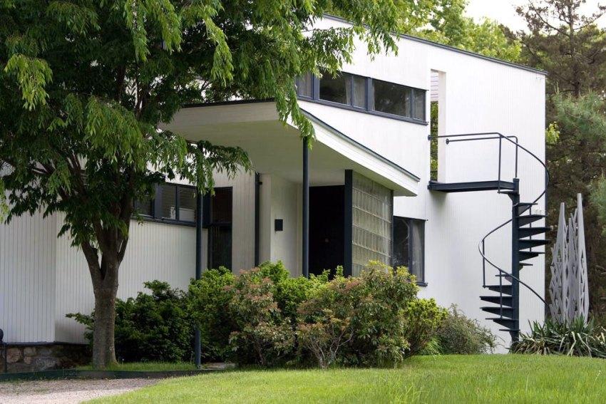 Entrance of the House | Via Luna Archives