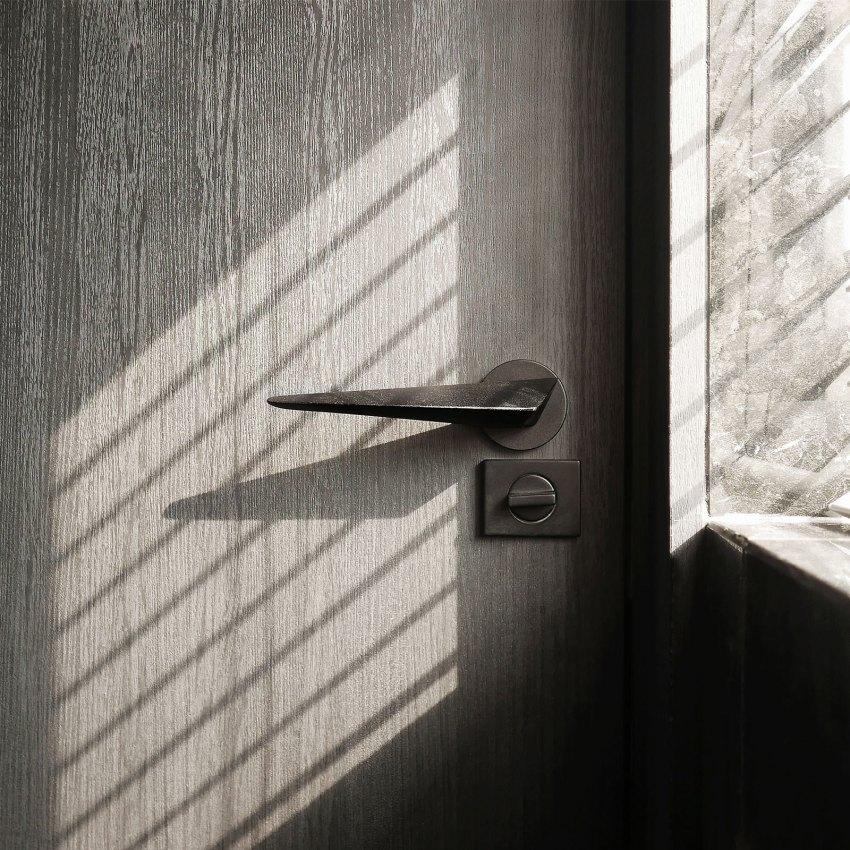 Hg Door Lever Handle in wood door byKawajun