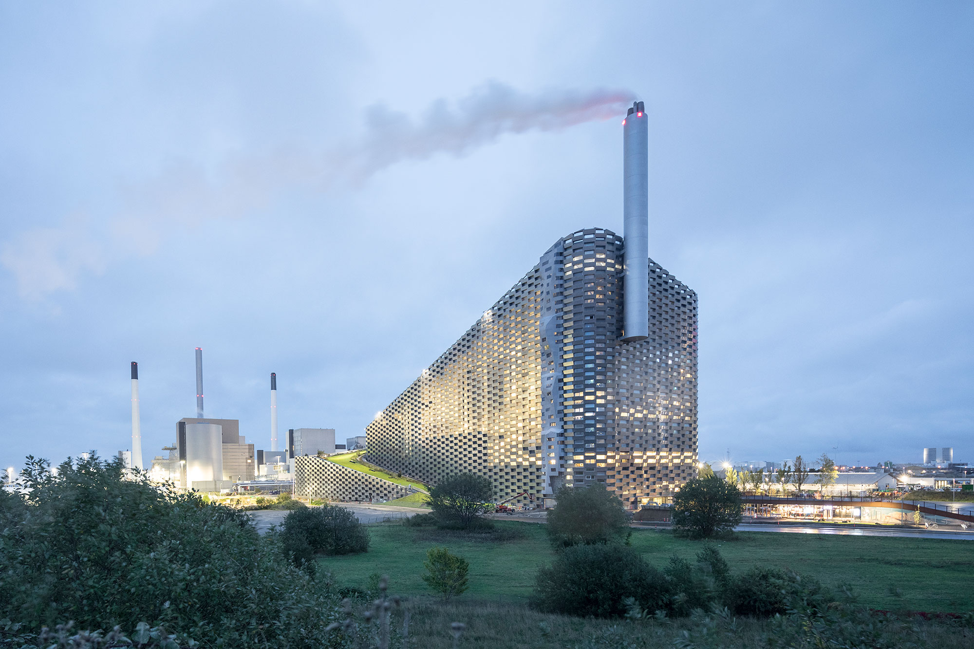 CopenHill Waste-to-Energy Plant & Recreation Center / BIG