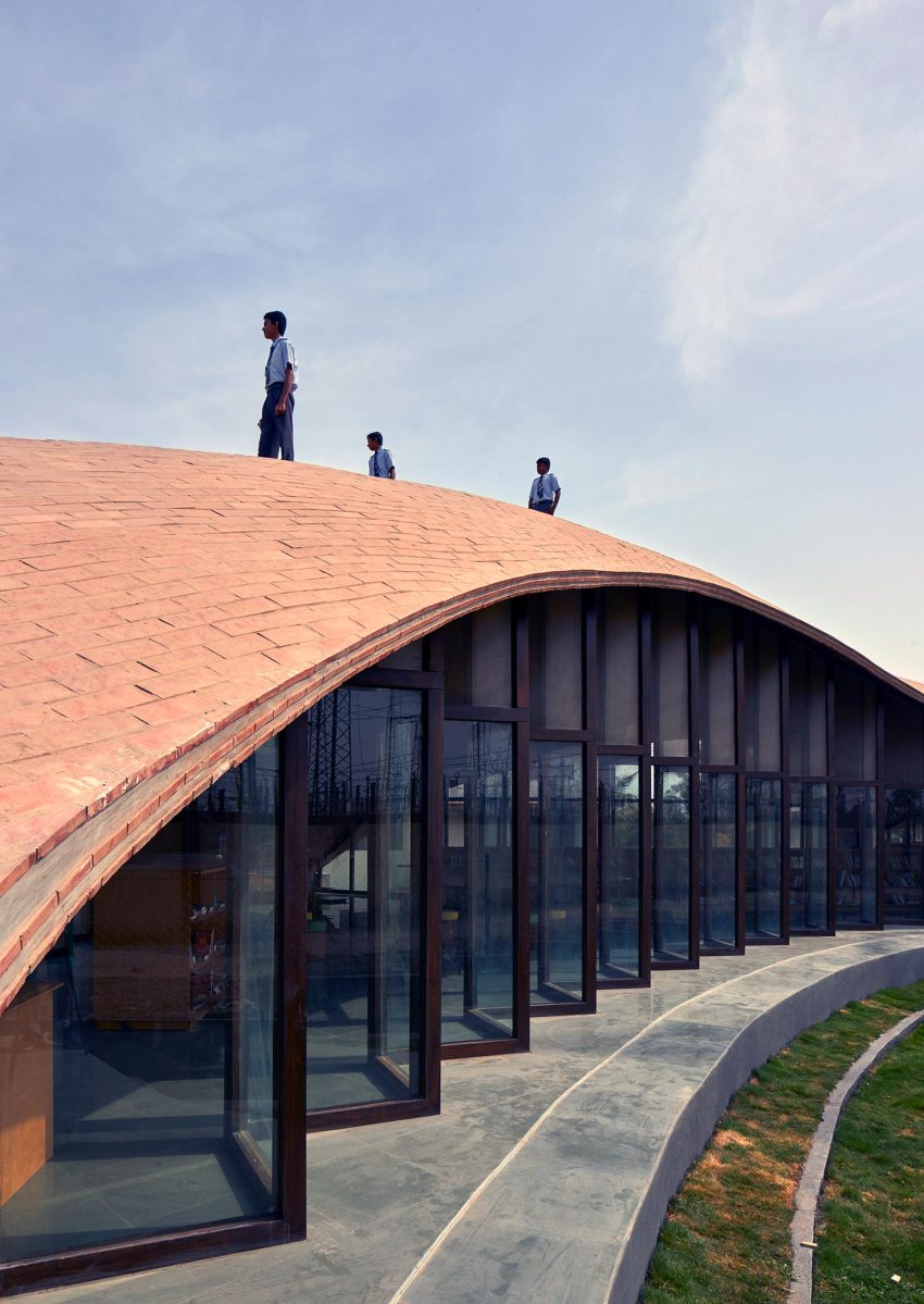 Roof details - Maya Somaiya Library at Sharda School / Sameep Padora and Associates