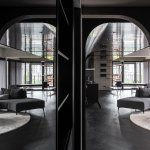 Dark Corrido Space reflecting living Room - Transparency / StudioX4