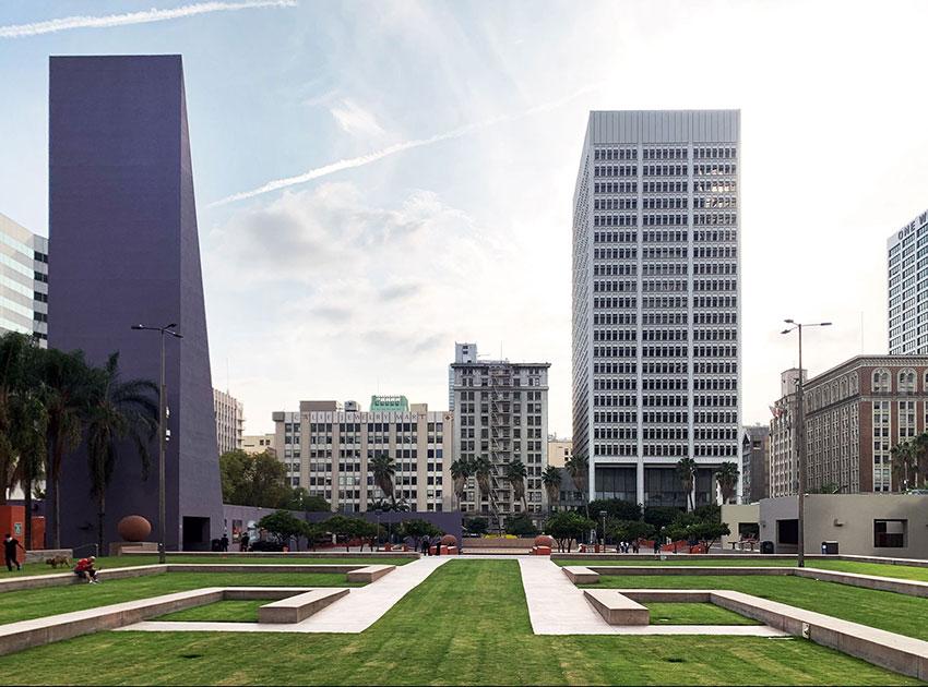 Pershing Square in DTLA / Legorreta + Legorreta & Laurie Olin