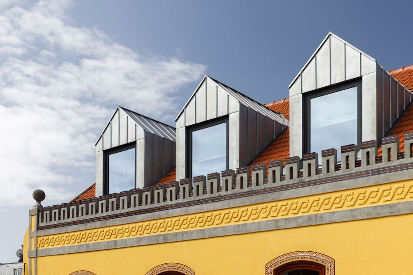 Roof of Das Devesas Factory Renovation / Anarchlab, Architecture Laboratory