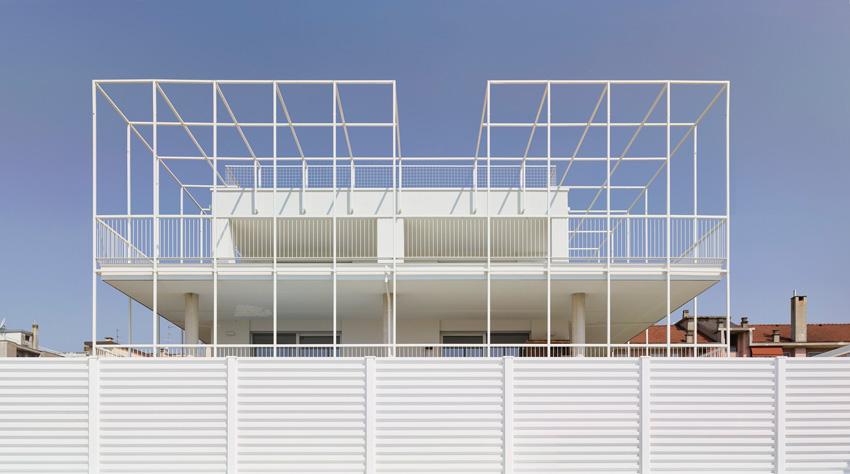 Front Image of the facade - Casa Tersicore / Degli Esposti Architetti