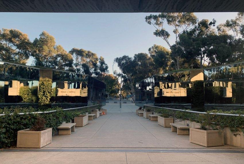 Entrance Patio - The Geisel Library / William Pereira & Associates