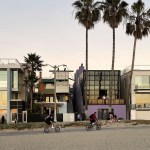 View from beach - Norton House in Venice Beach / Frank Gehry