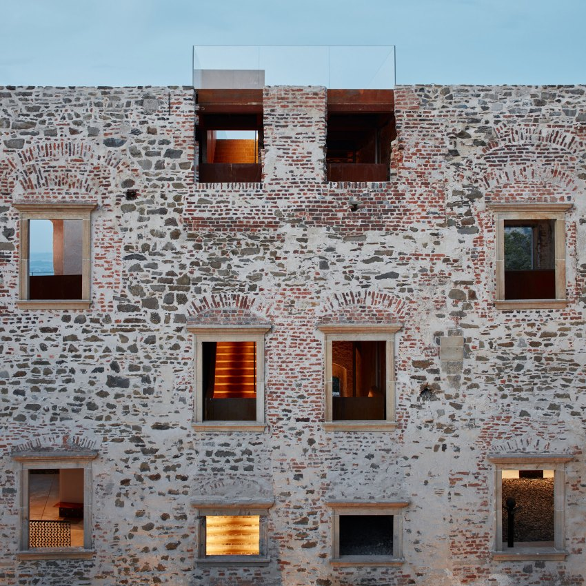 Daylight facade - Helfštýn Castle Palace Reconstruction / Atelier-r