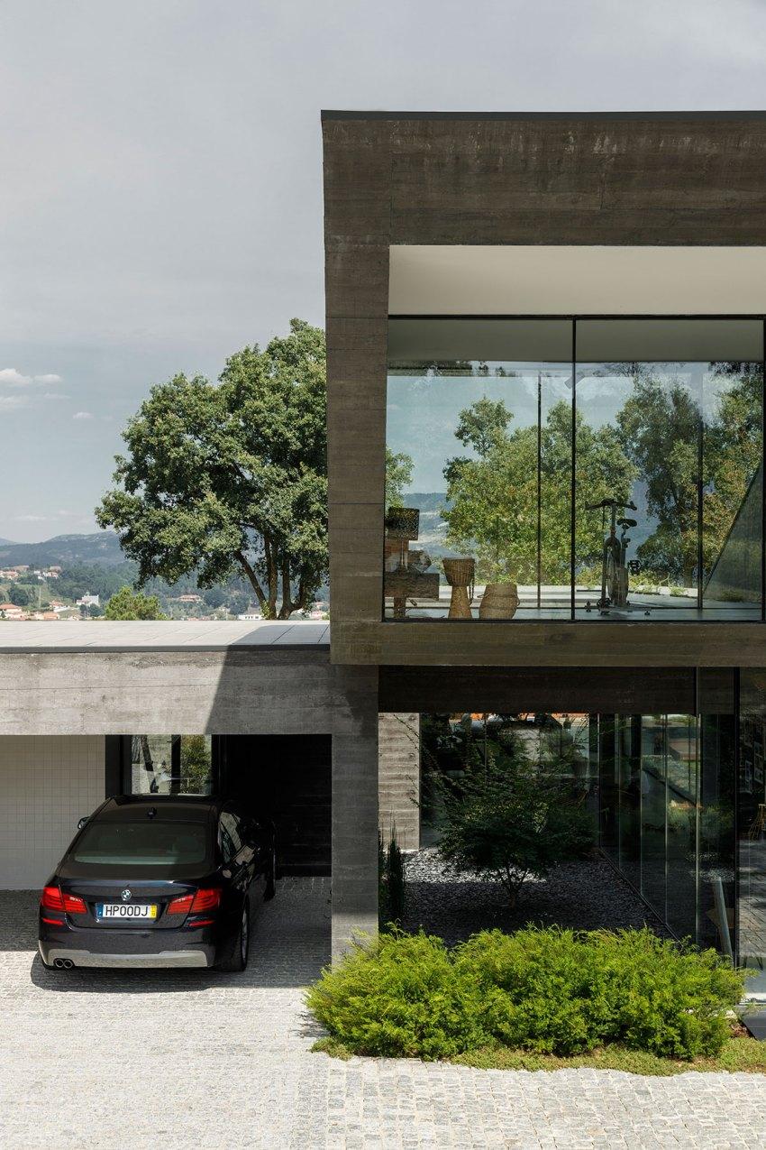 Cork Oak House in Portugal / Hugo Pereira Arquitectos