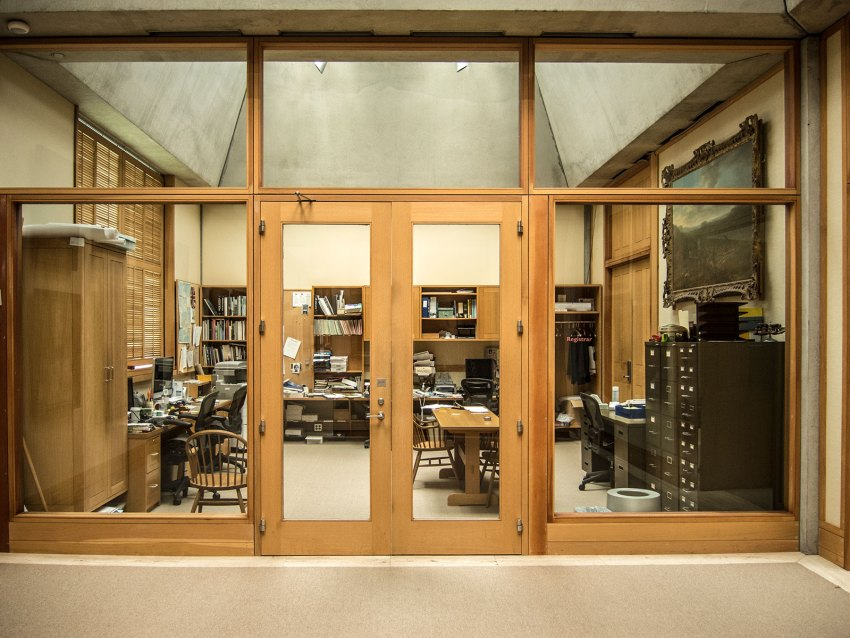 Glass Partitions - Yale Center for British Art / Louis Kahn