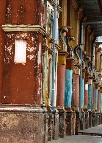 Lagrande-mosquee-de-porto-novo-au-Benin-patrimoine-darchitecture-afro-bresilienne-2