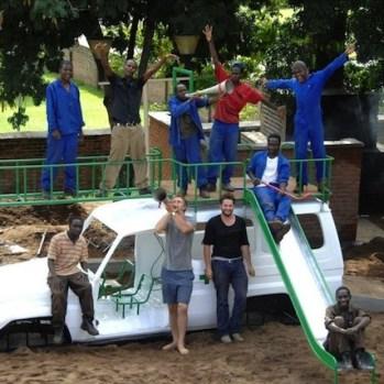 design-transformation-dune-carrosserie-dambulance-en-aire-de-jeux-pour-enfants-a-lhopital-au-malawi-16