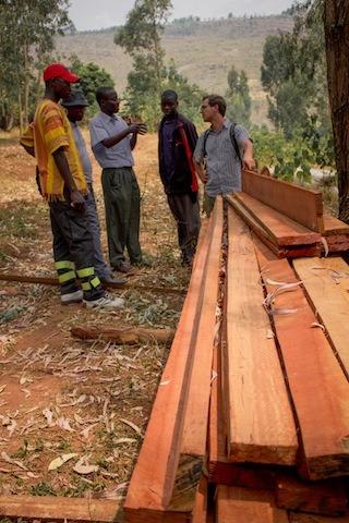 en-images-la-recherche-sur-les-materiaux-de-la-bibliotheque-de-muyinga-au-burundi-par-bc-architects-11