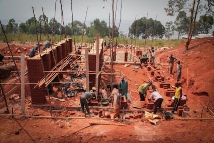 en-images-la-recherche-sur-les-materiaux-de-la-bibliotheque-de-muyinga-au-burundi-par-bc-architects-18