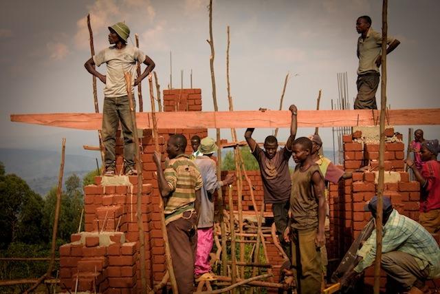 en-images-la-recherche-sur-les-materiaux-de-la-bibliotheque-de-muyinga-au-burundi-par-bc-architects-23