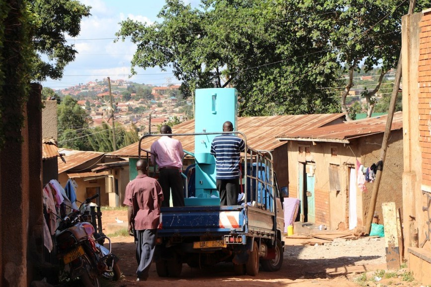 innovation-blue-diversion-des-toilettes-reunissant-le-meilleur-de-deux-mondes-13