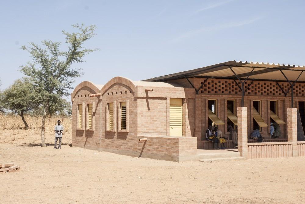 mali-gangouroubou-ecole-primaire-au-pays-dogon-par-levs-architecten-2