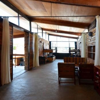 du-japon-a-louganda-des-briques-de-terre-pour-la-residence-universitaire-ashinaga-uganda-par-terrain-architects24