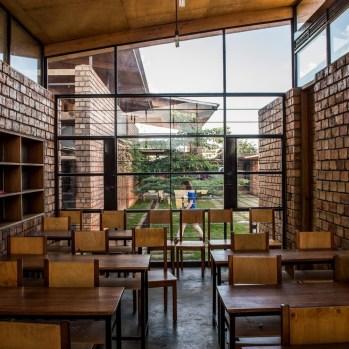 du-japon-a-louganda-des-briques-de-terre-pour-la-residence-universitaire-ashinaga-uganda-par-terrain-architects25