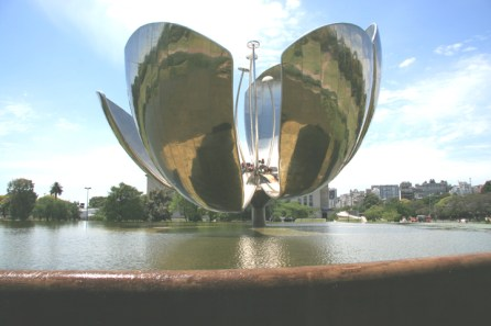 """Floralis Genérica"". Copyright Ruth and Rick Meghiddo, 2008. All Rights Reserved."