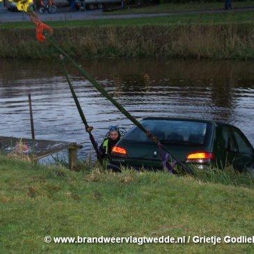 2007-12-11 Auto te water Veele