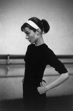 david-seymour-magnum-paris-1956-dutch-actress-audrey-hepburn